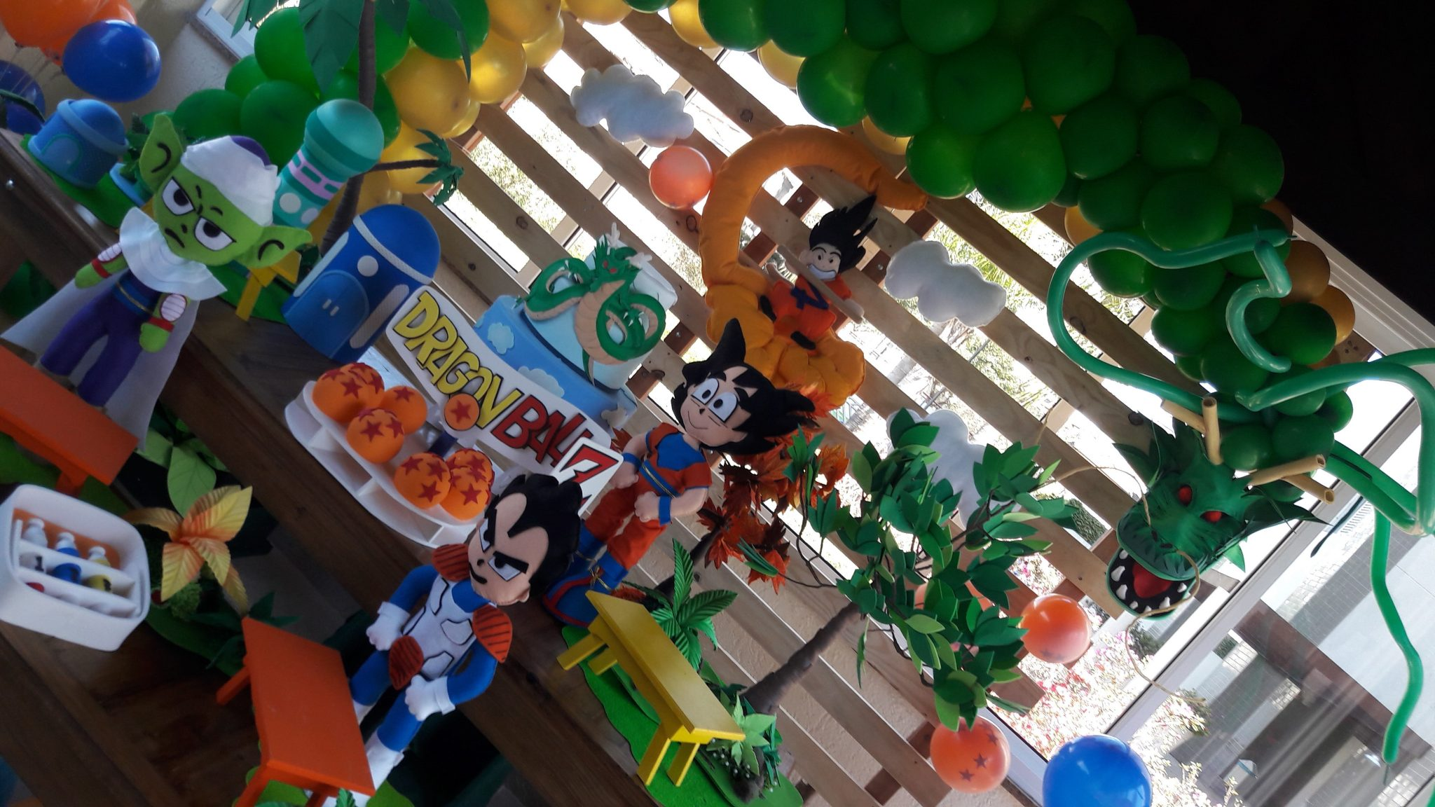Mesa proven al dragon ball universo decorado for Decoration dragon ball